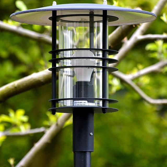 Jak wybrać lampę ogrodową?