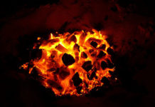 Jak zabezpieczyć przed pożarem drewno, stal i tkaniny?