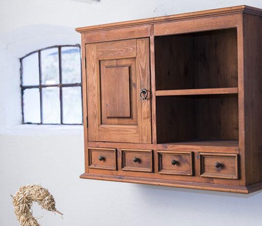 Meble drewniane do rustykalnego salonu - jak je wybrać