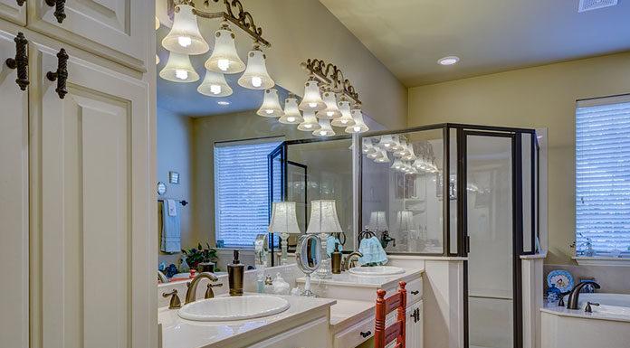 Dobre oświetlenie łazienkowe